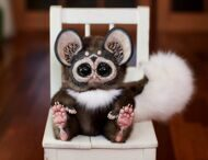 Tiny Griffin Lemur Spotted Brown